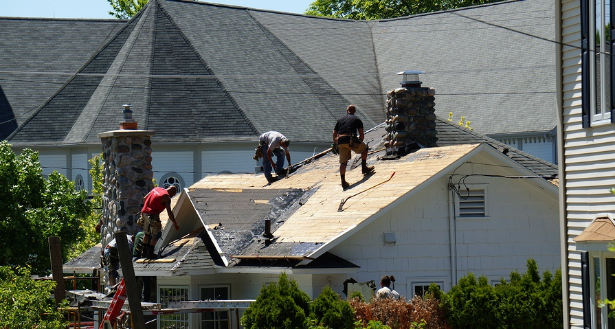 How to Choose the Right Replacement Roof for Your Home in Maryland